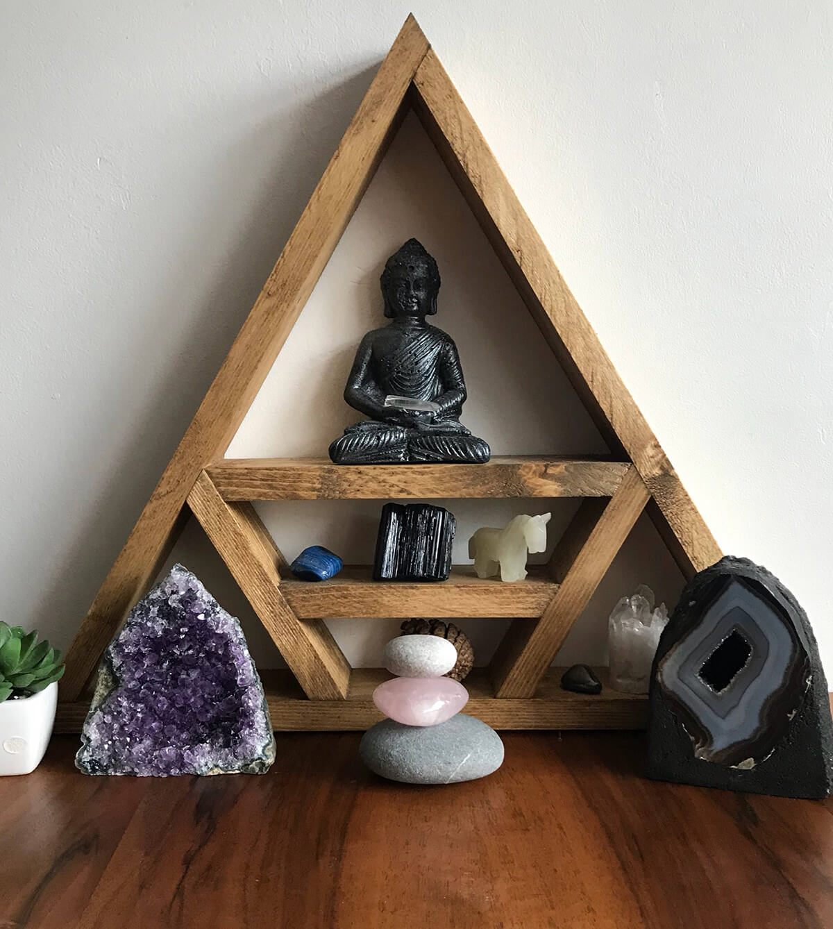 Triangle Frame for Holding Focal Objects
