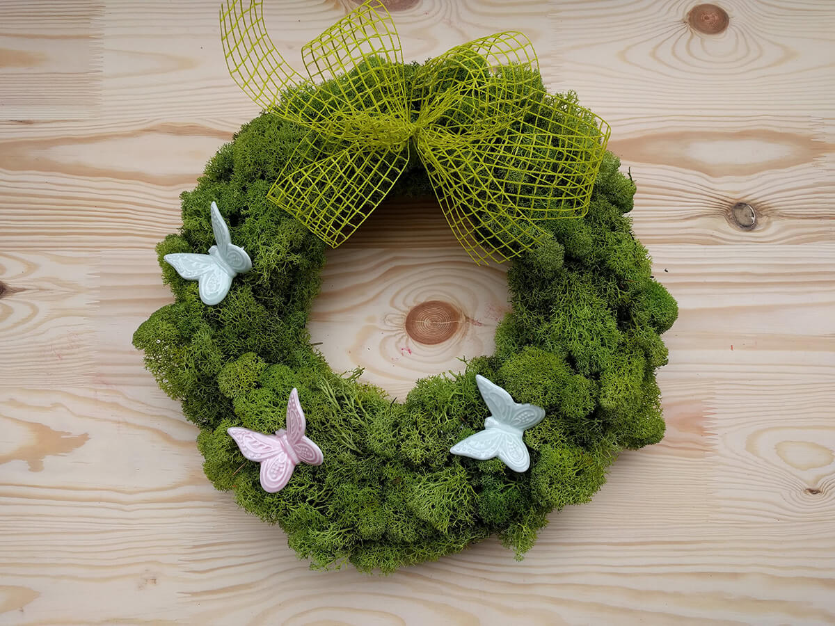 Irish Laddies and Lassies Moss Wreath