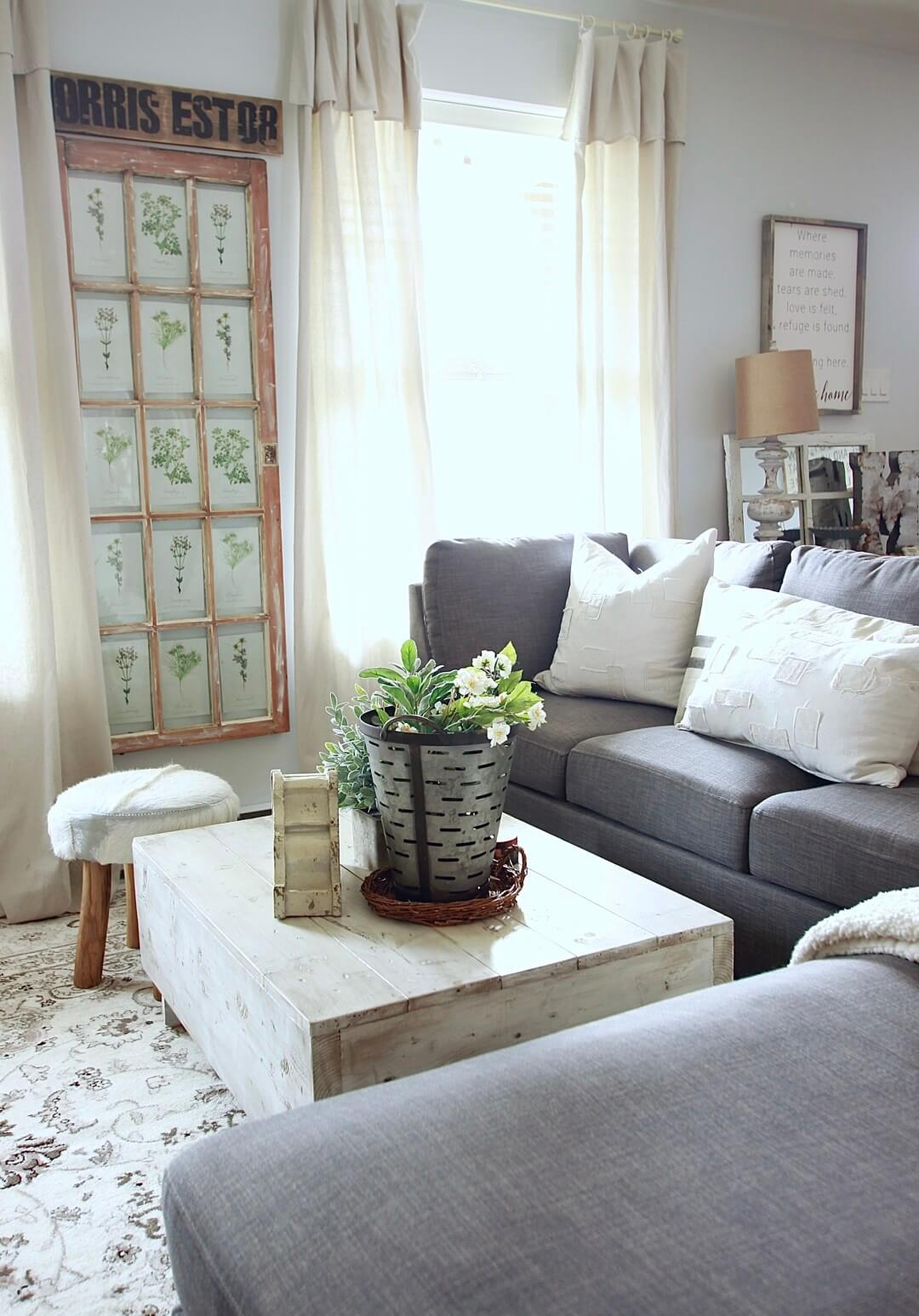 Rustic Chic Farmhouse-Inspired Coffee Table