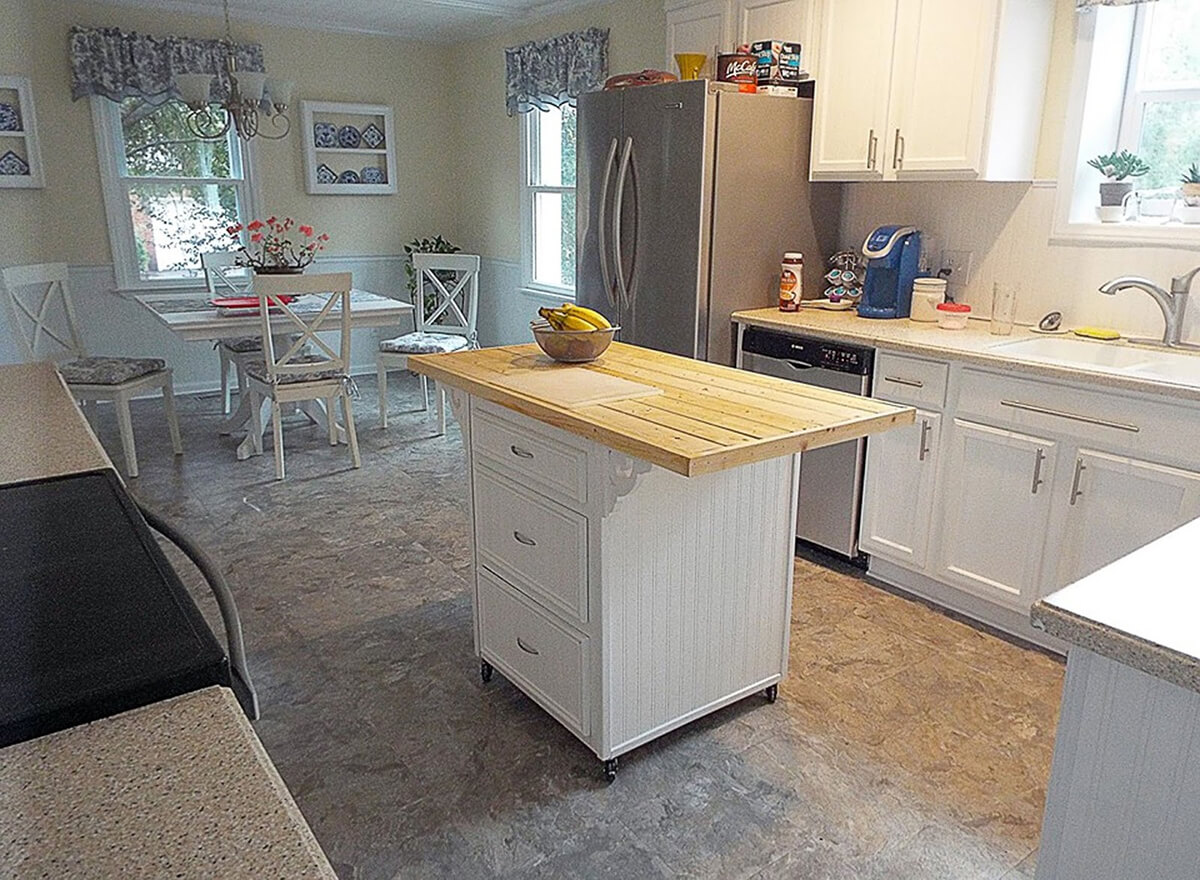Smooth White and Gray Tile with Kitchen Island