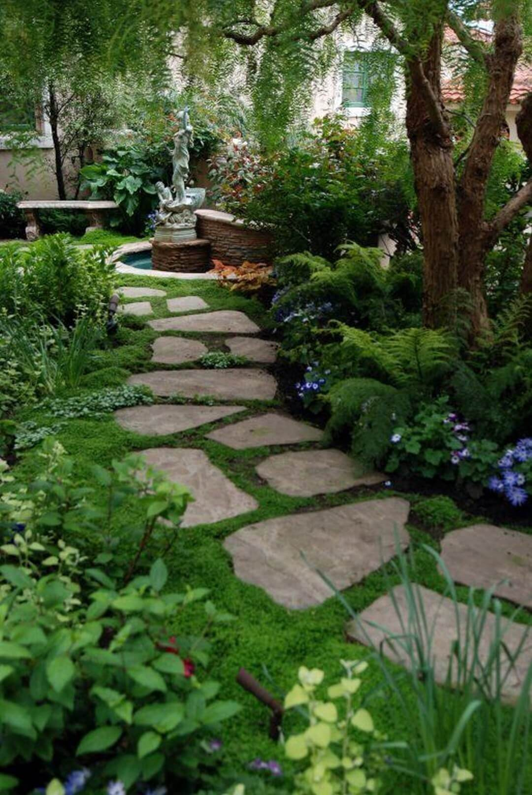 Pretty and Simple Backyard Pavers