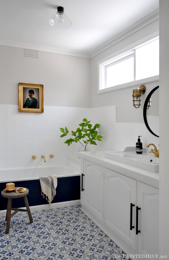 A Chic and Nautical Modern Bathroom Design
