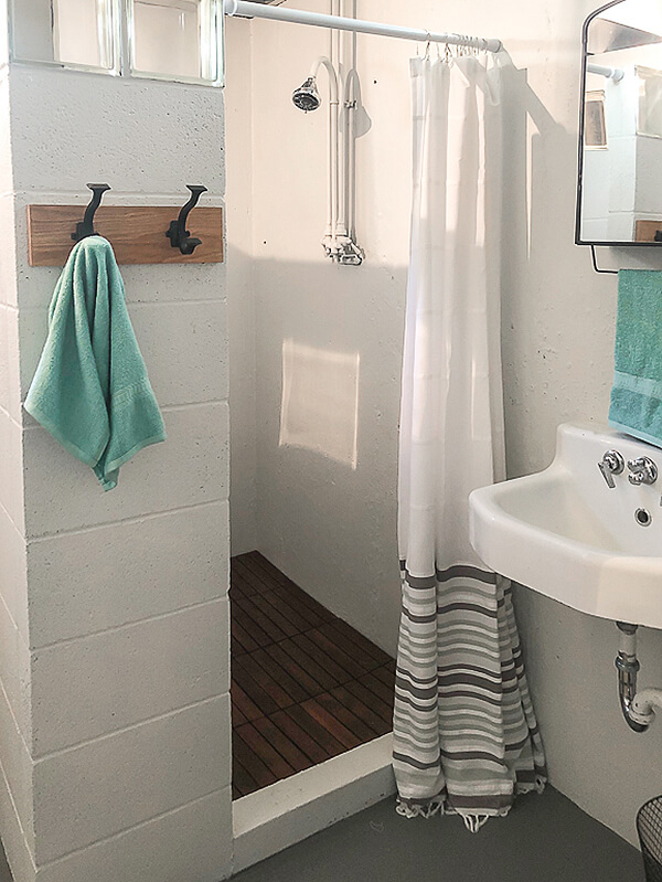 Simple Ways to Glam Up a Basic Bathroom