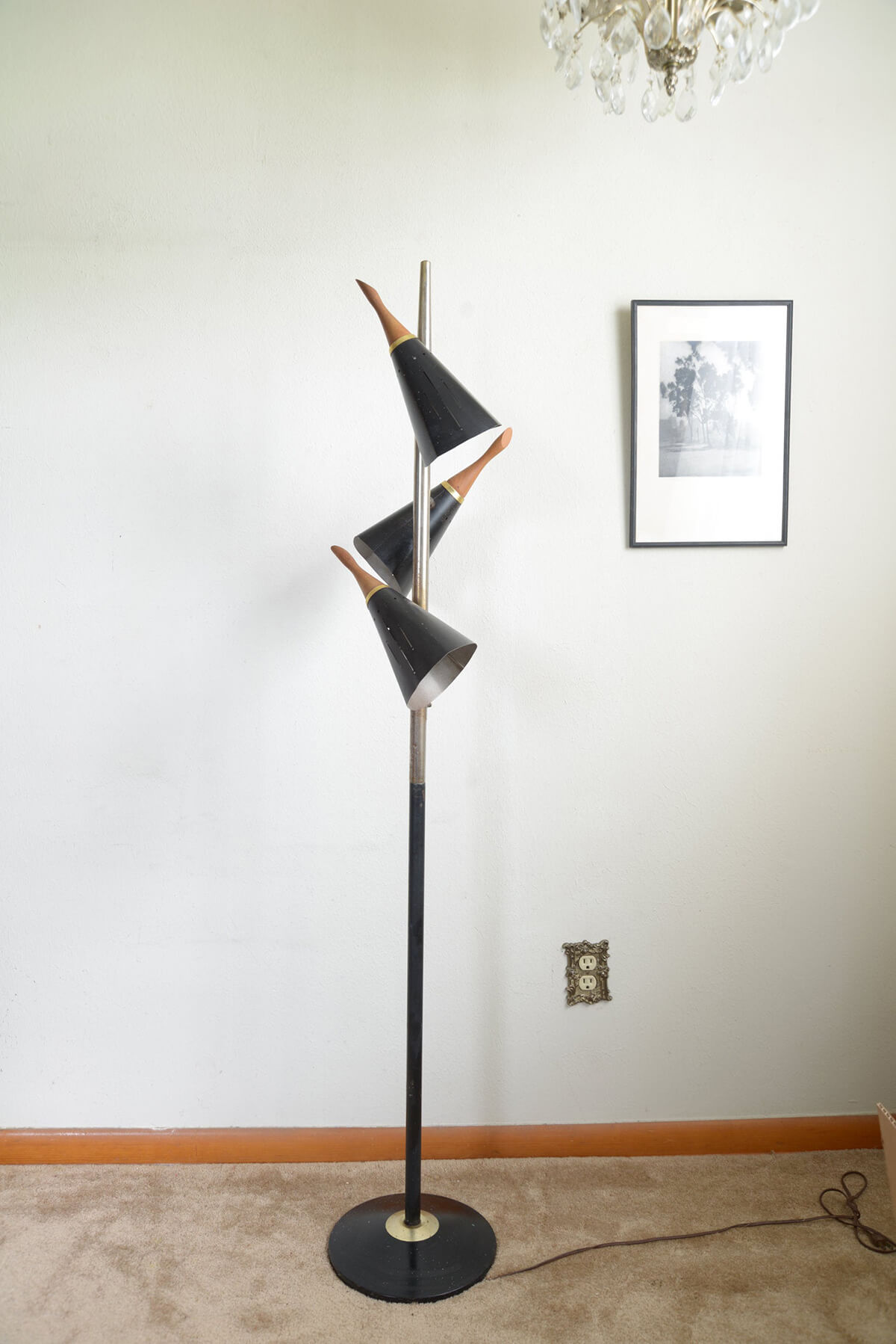 Bell-Shaped Lampshades Alternating Direction on Floor Lamp