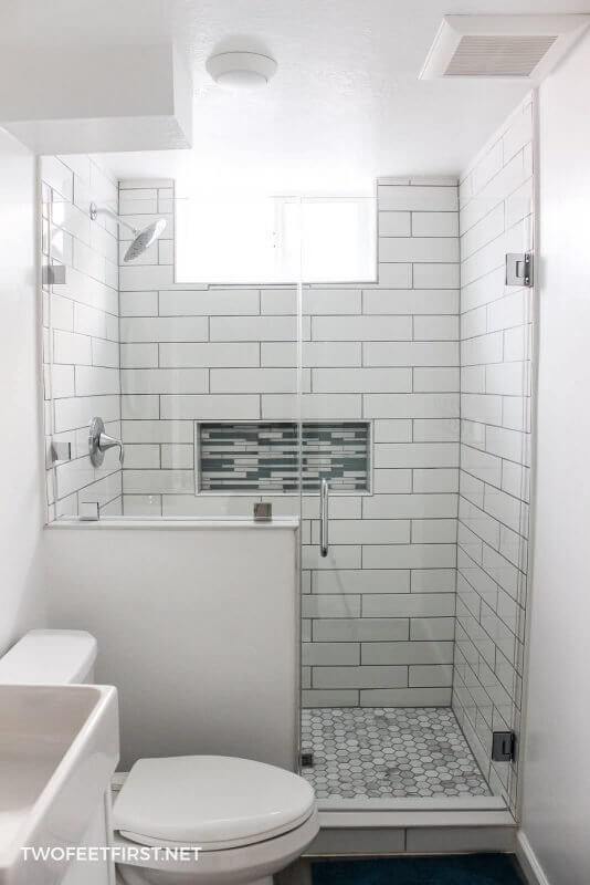 Amazing Functional Design for Tiny Bathroom