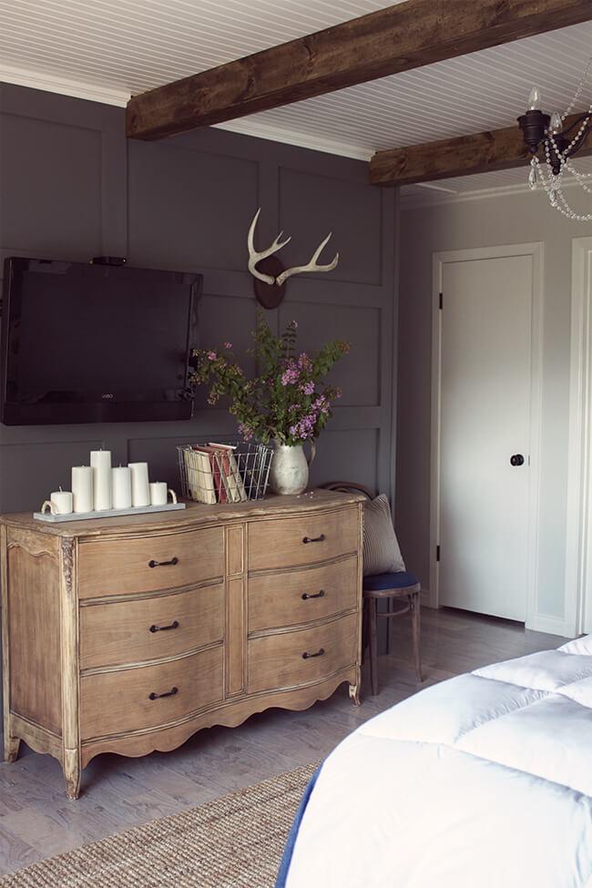 Old Timey Antique Bedroom with Black Color Design
