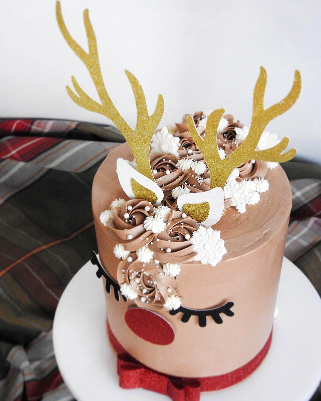Adorable Reindeer Cake Topper for Holiday Parties