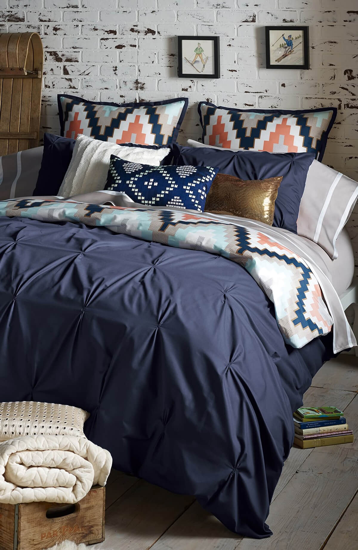 16 Best Navy Blue Bedroom Decor Ideas For A Timeless Makeover In 2021