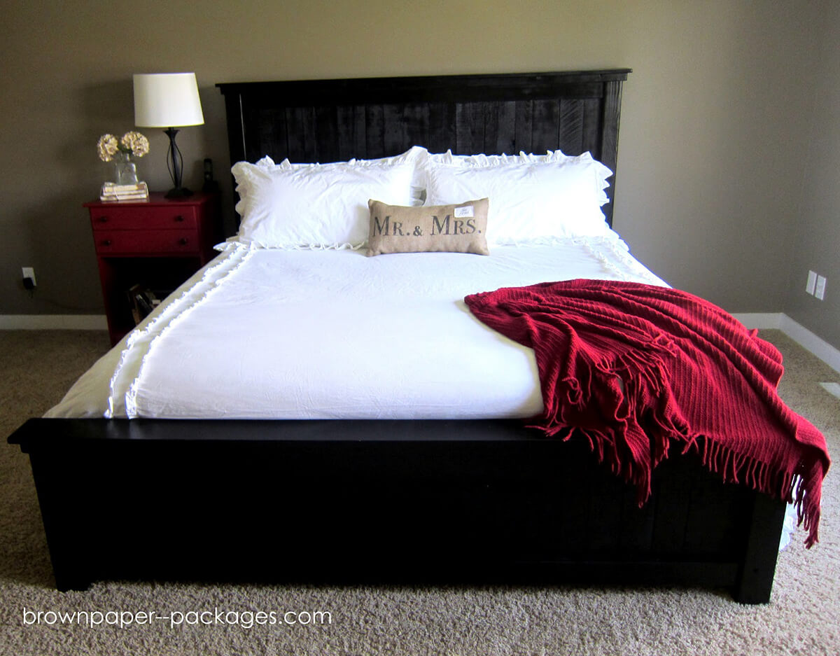 Elegant Painted Black Wood Pallet Bed
