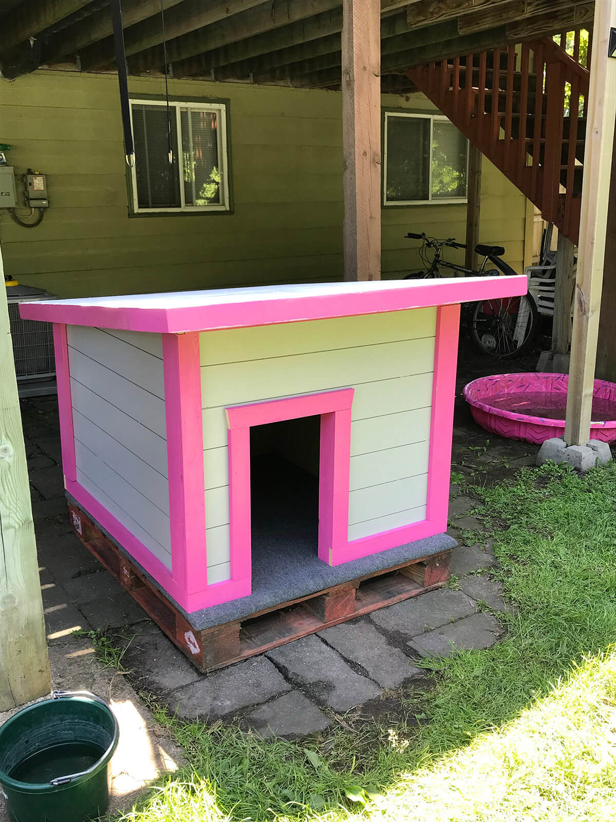 Pretty Custom Doghouse on a Pallet
