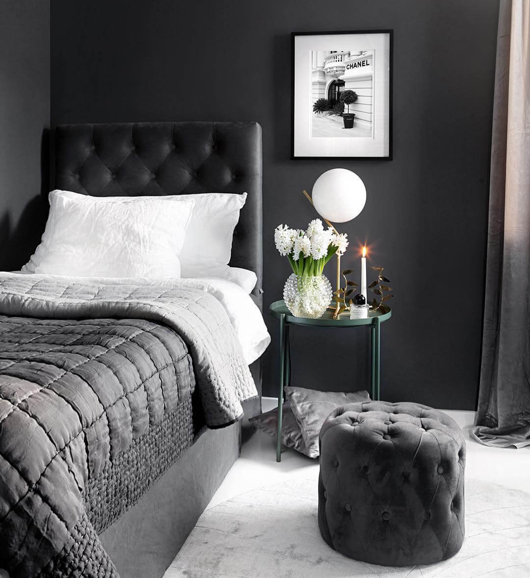 Pretty Princess In Black Bedroom Design Idea