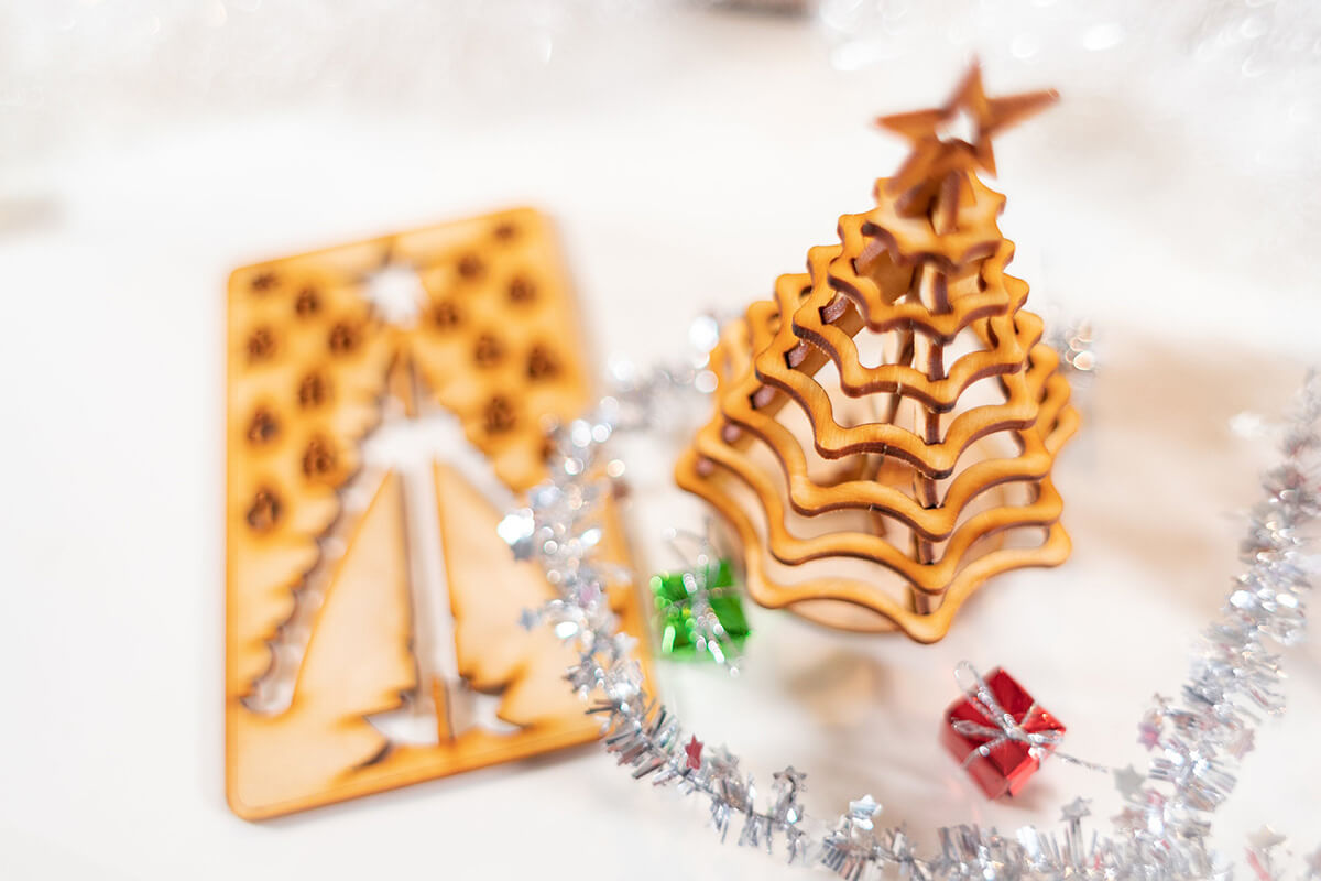 Wooden 3D Punch-out Christmas Tree Puzzle
