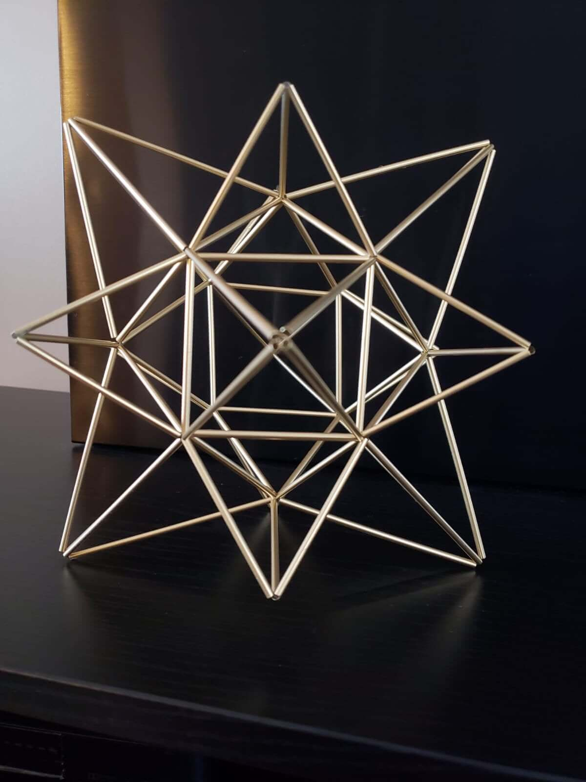 The Star of the Show Wired Geometric Tabletop Centerpiece
