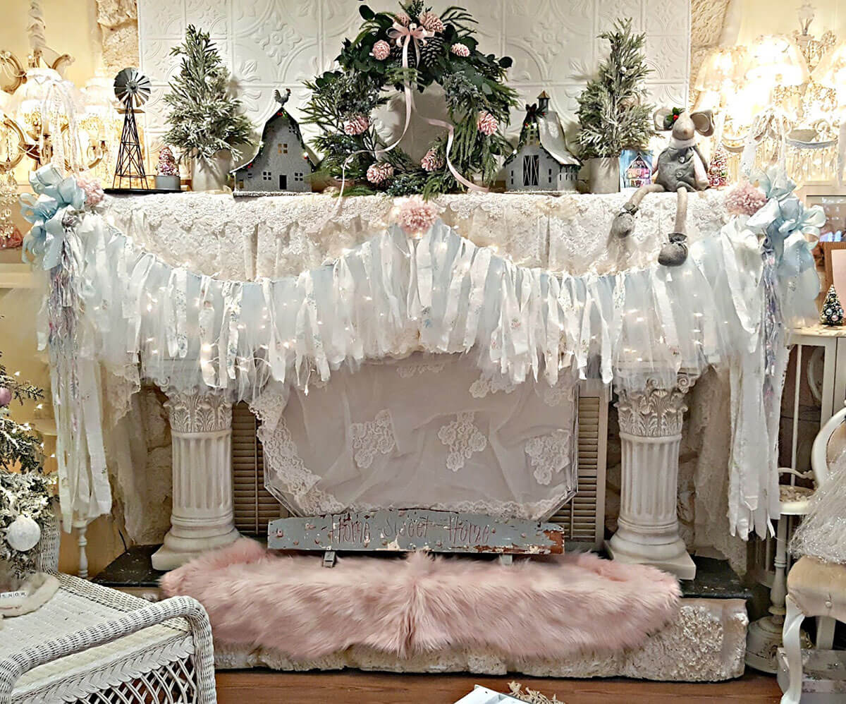 Full Mantle Displayed Christmas Vintage Design