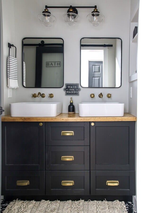 Unique Black and White Bathroom Decoration