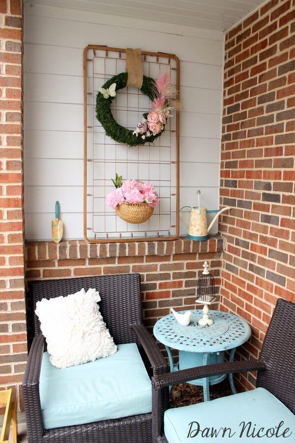 A Unique and Comfortable Front Porch Setting