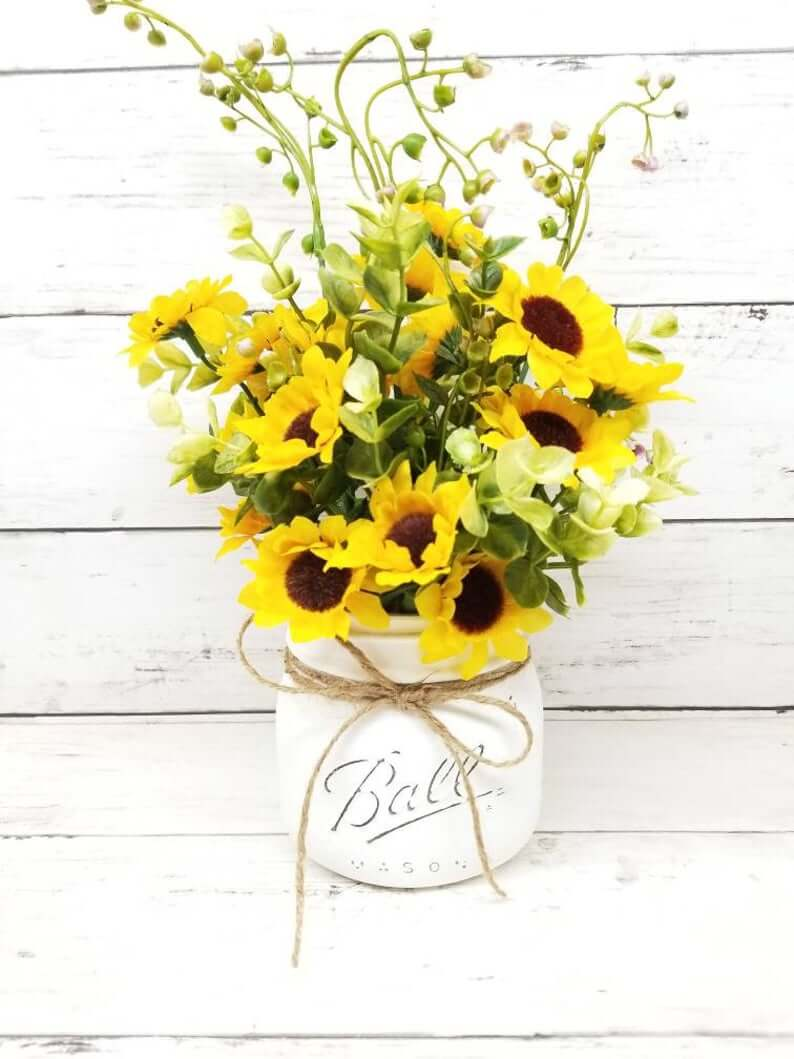 Pint Sized Jar with Small Sunflowers