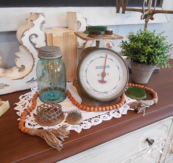 Vintage-Inspired Antique Placemat Arrangement