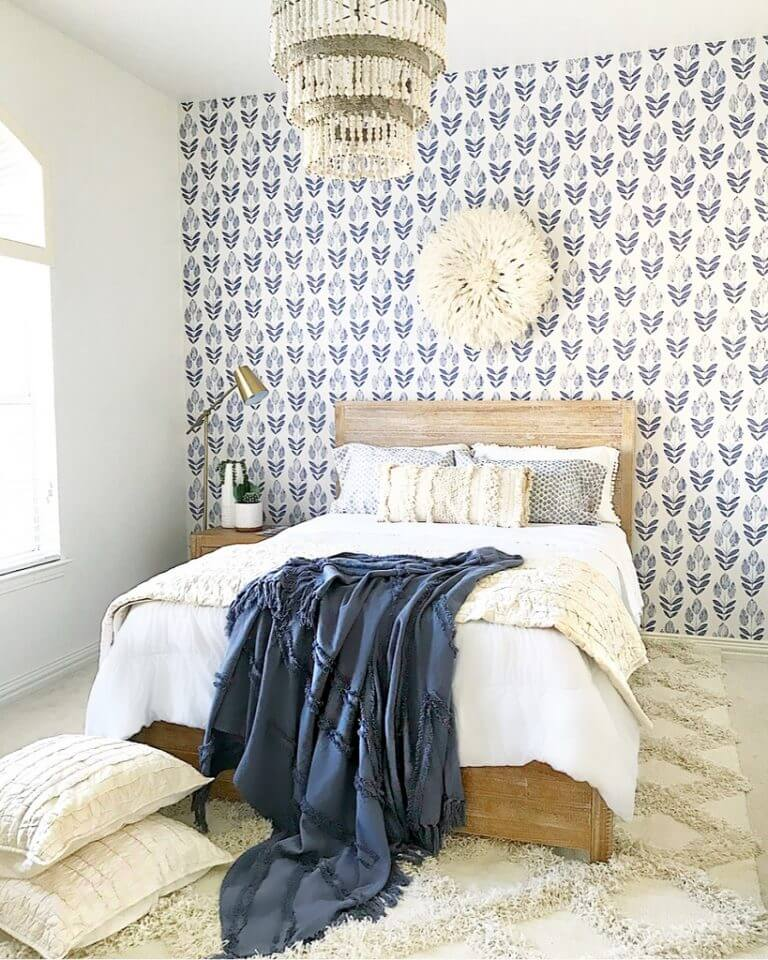 Calm Blue Wallpaper for a Bold Statement