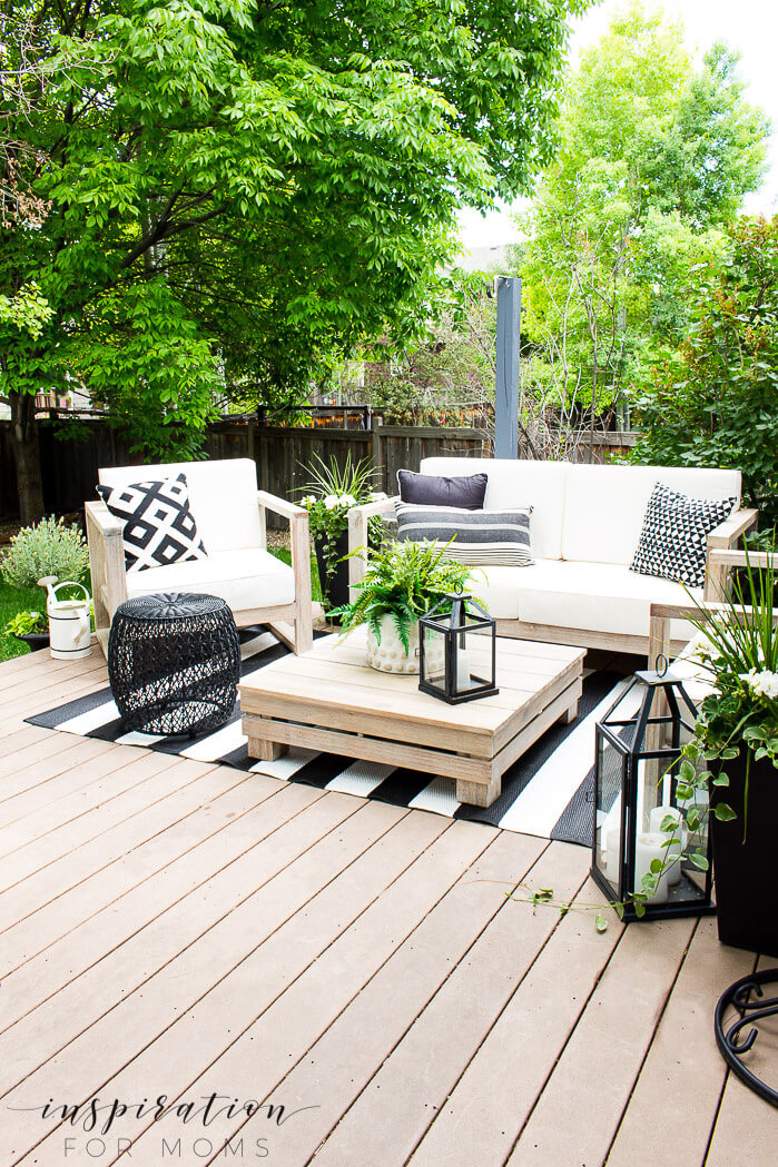 Perfect Lounge Area Enhances Outdoor Tranquility