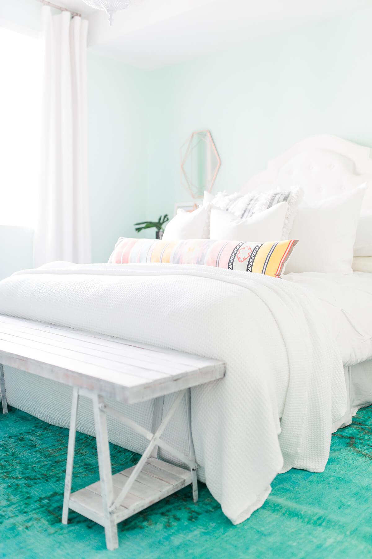A Playful Minimalistic Coastal Bedroom Idea