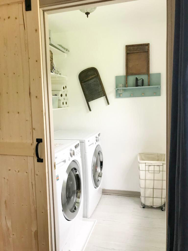 Low-budget Farmhouse Laundry Room Revamp
