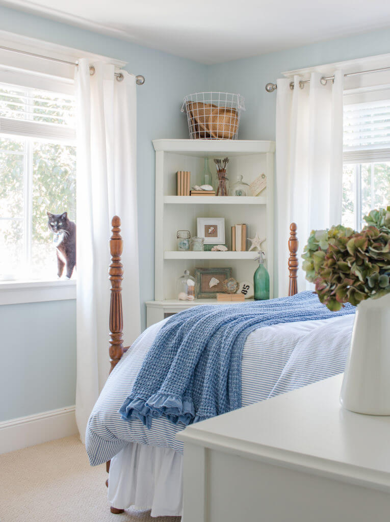 Beach-Side Treasures Displayed Perfectly in Your Bedroom