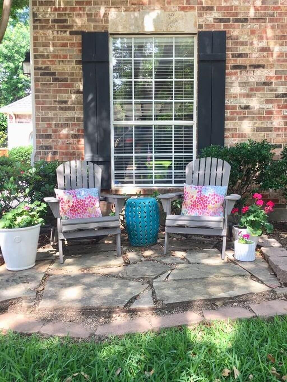 Cute Backyard Rest Area is Pleasant