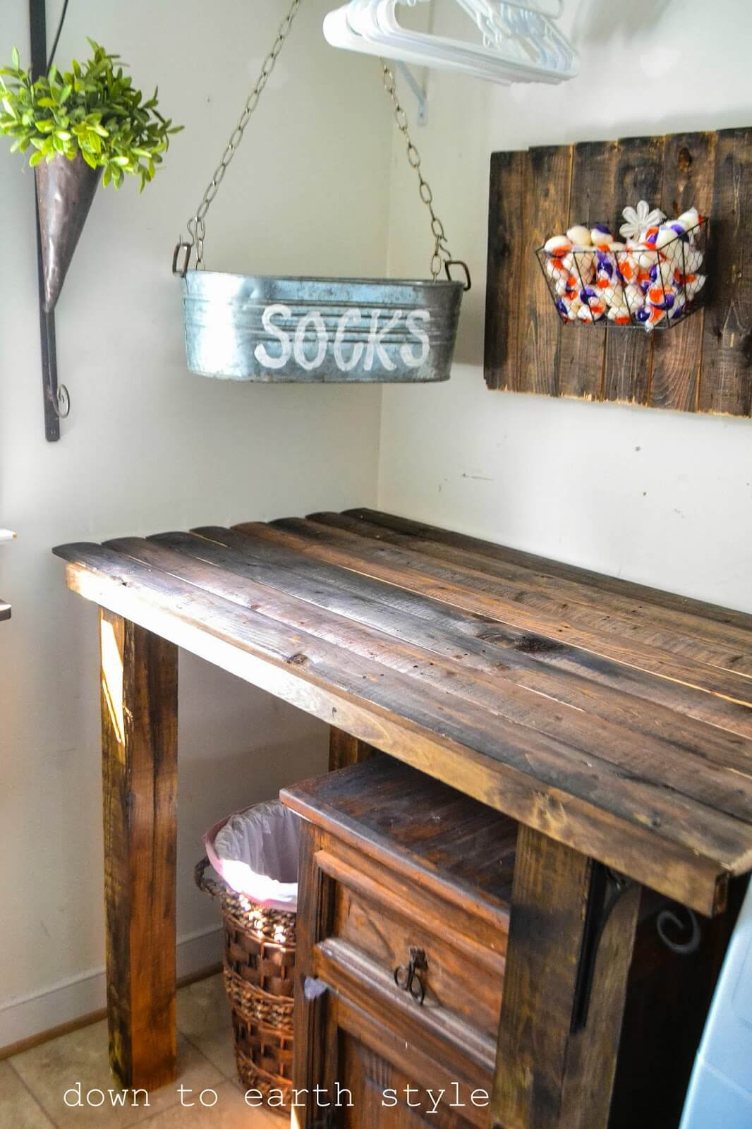 DIY Recycled Fence Laundry Room Table