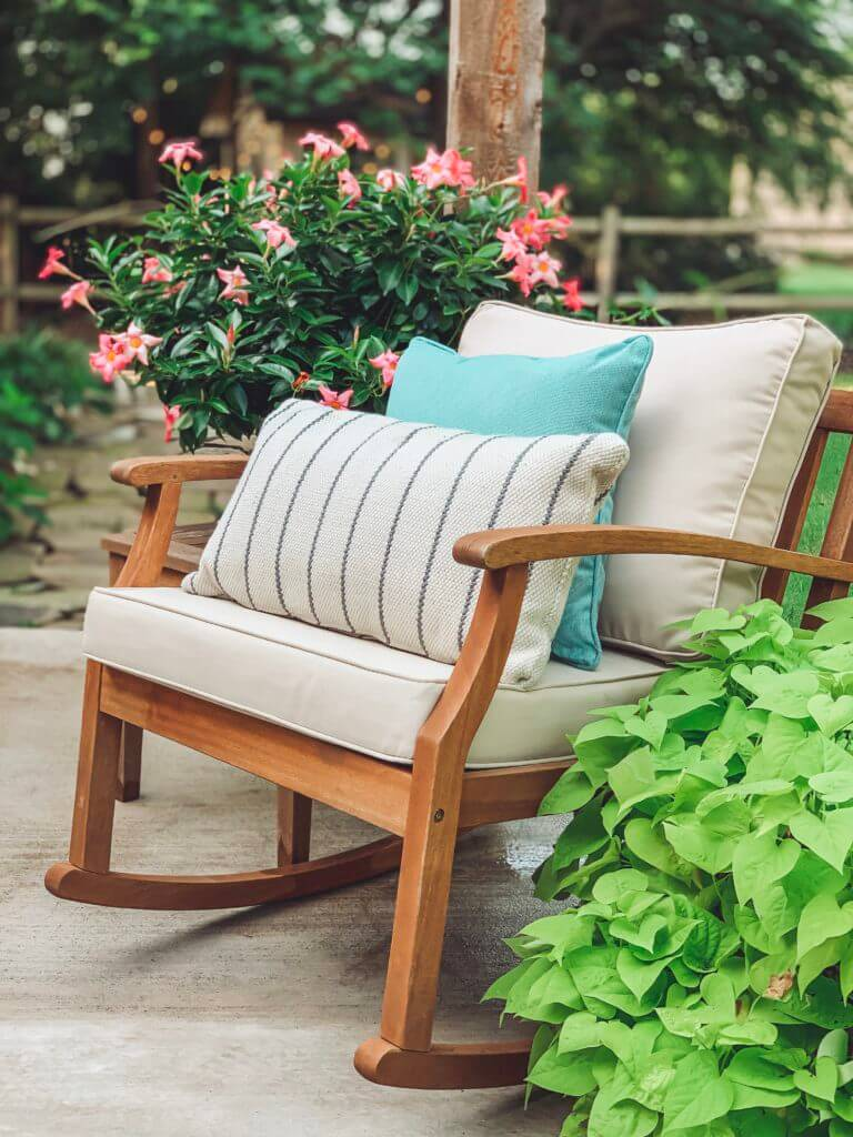 Serene Seating for Back Yard Relaxation