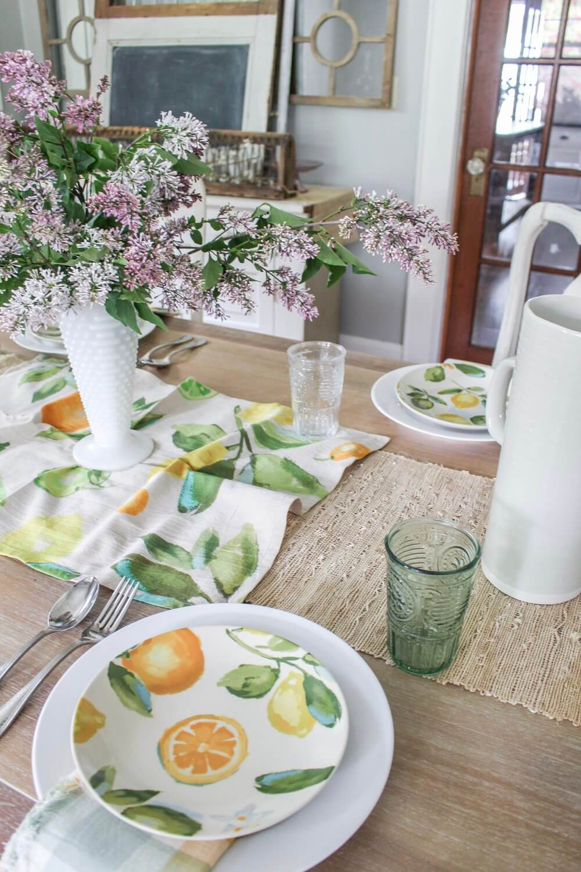 Simple Vibrant Colored Summertime Tablescape