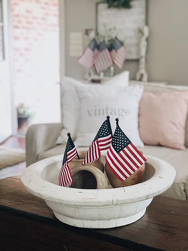 Simple Patriotic Flag Centerpiece Idea