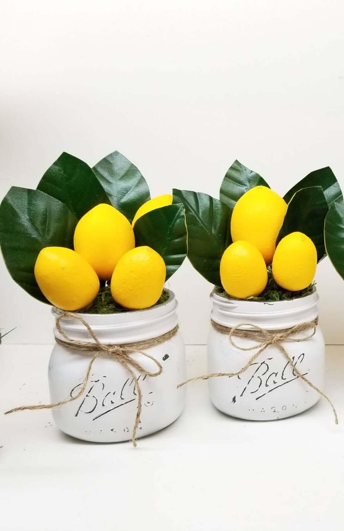 Cute Farmhouse Lemon Jar Décor