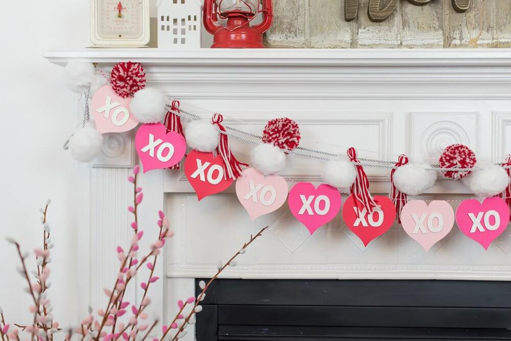 Cute and Cuddly Hugs and Kisses Heart Garland