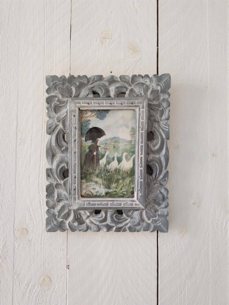 Whitewashed Wooden Picture Frame Renovation