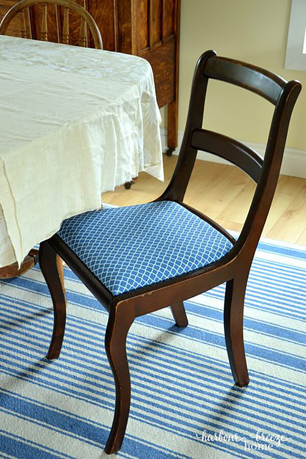 Upholstered Cushioned Dining Chair Design