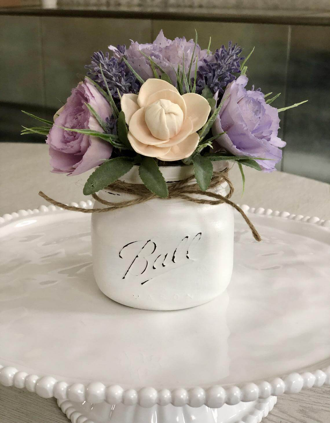 Creamy and Elegant Small Mason Jar Centerpiece