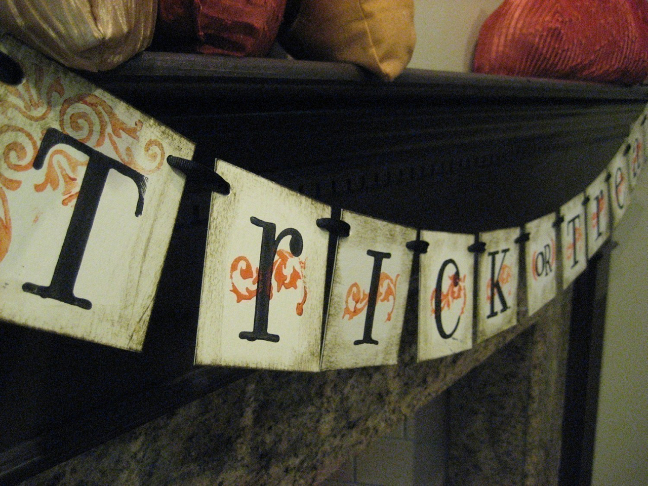 Trick-or-Treat Garland Sign