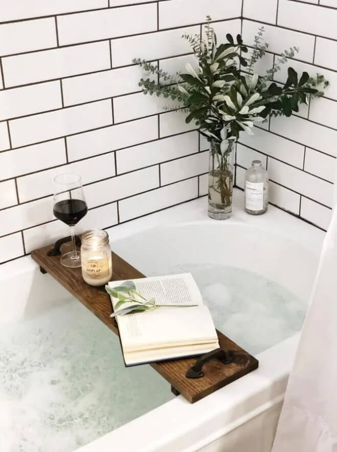 Lovely Tiled Bathtub and Shower Combo