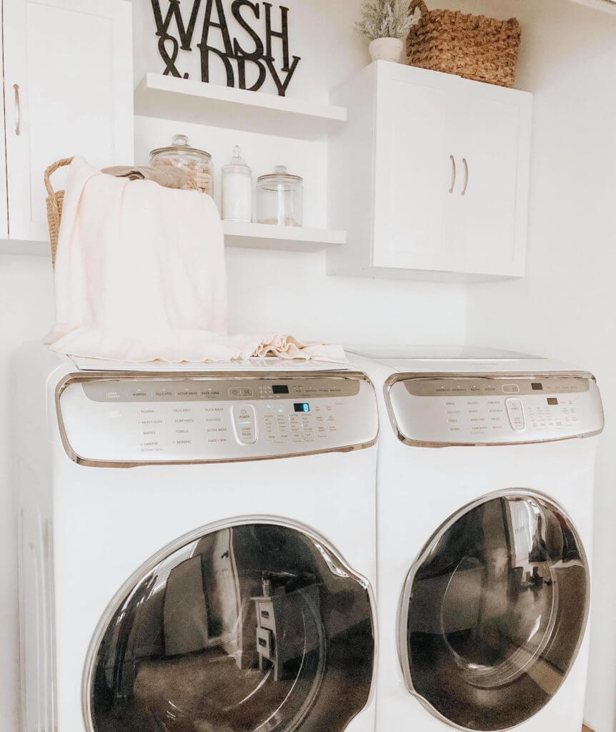 Crisp and Clean White Linen Laundry Lounge