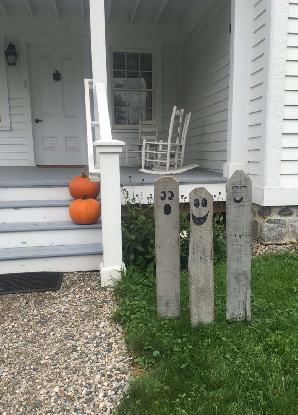 Gray Wooden Stake Ghost Pals