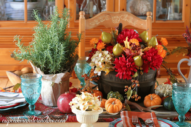 Vibrant Multicolored Thanksgiving Tablescape Décor