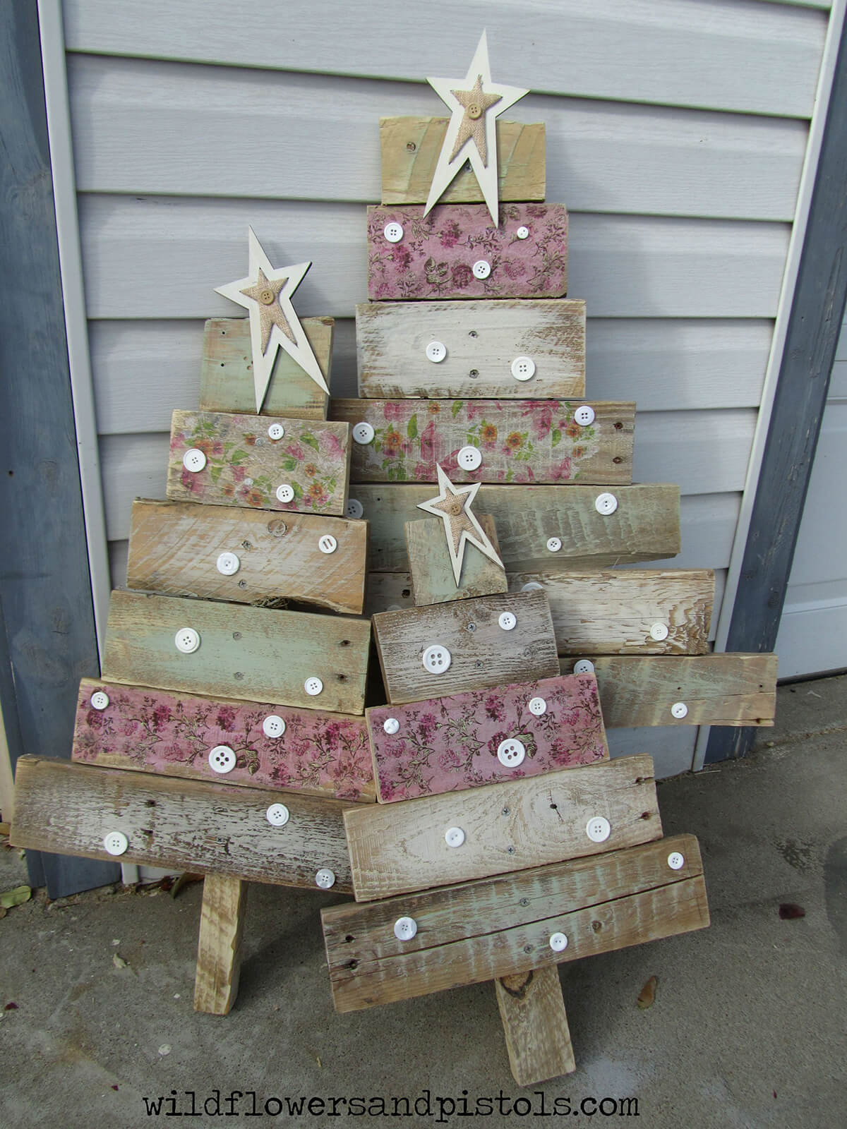 Cute as a Button Wooden Christmas Tree