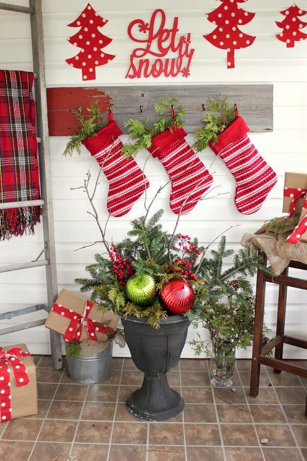 Christmas Urns and Hanging Stockings Décor
