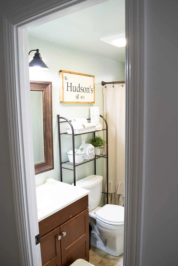 Open Airy Baker's Rack Style Bathroom Shelving