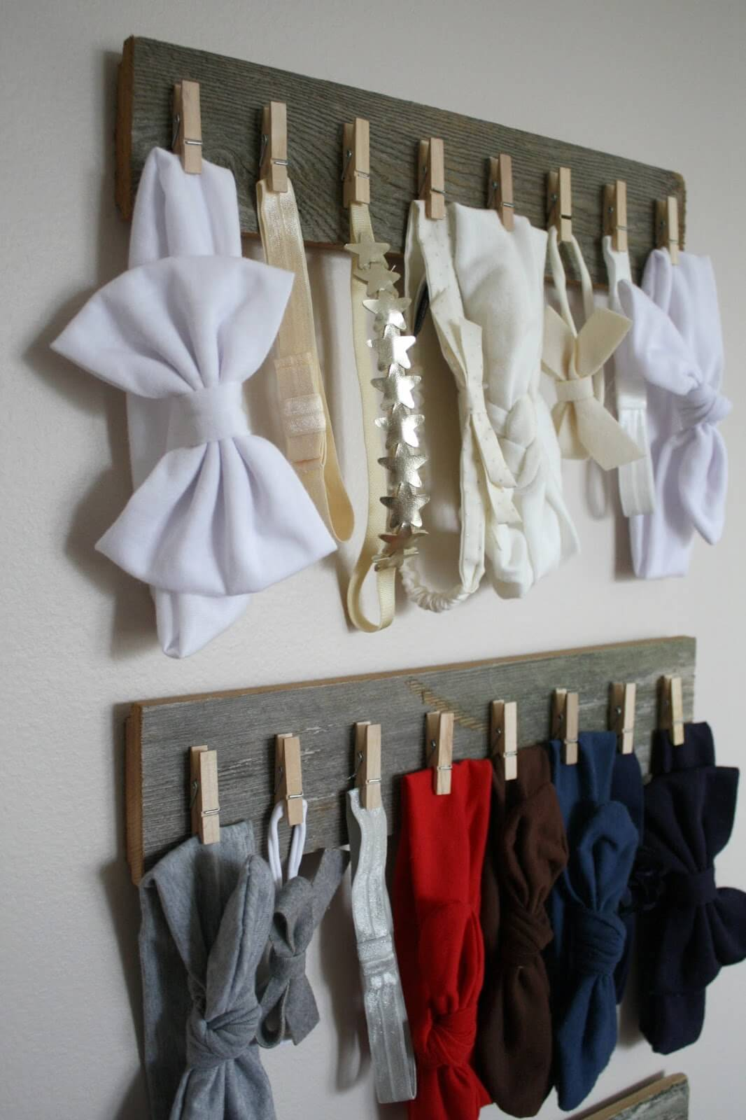 Wood and Clothes Pins Becomes Accessory Organizer