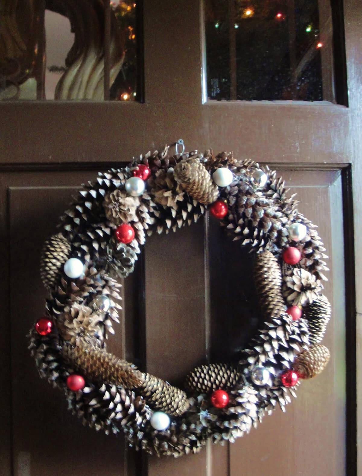 Quick & Easy Pine Cone Christmas Wreath