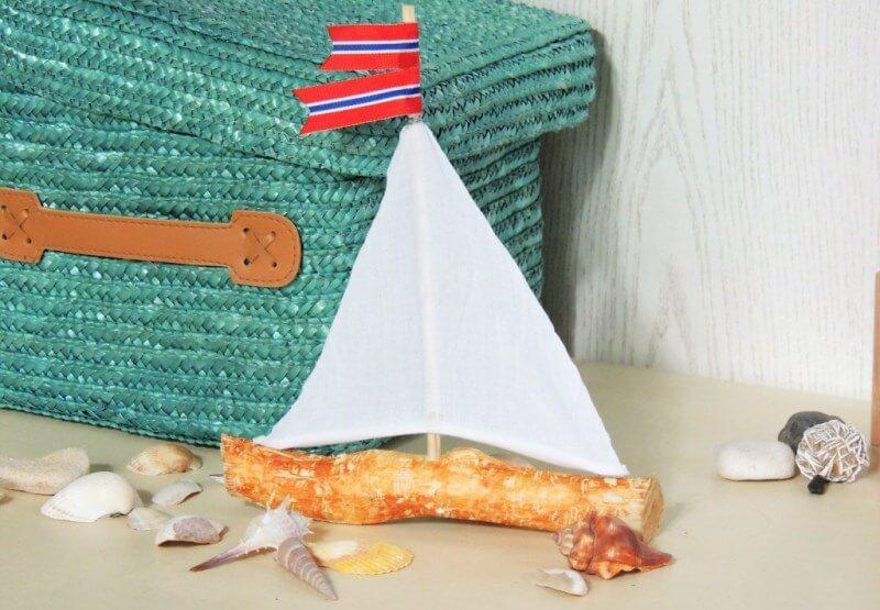 Cute Mini Branch Sailboat Décor