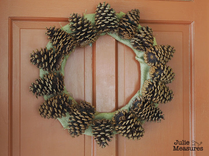 Showstopping Rustic Star-Shaped Pine Cone Wreath