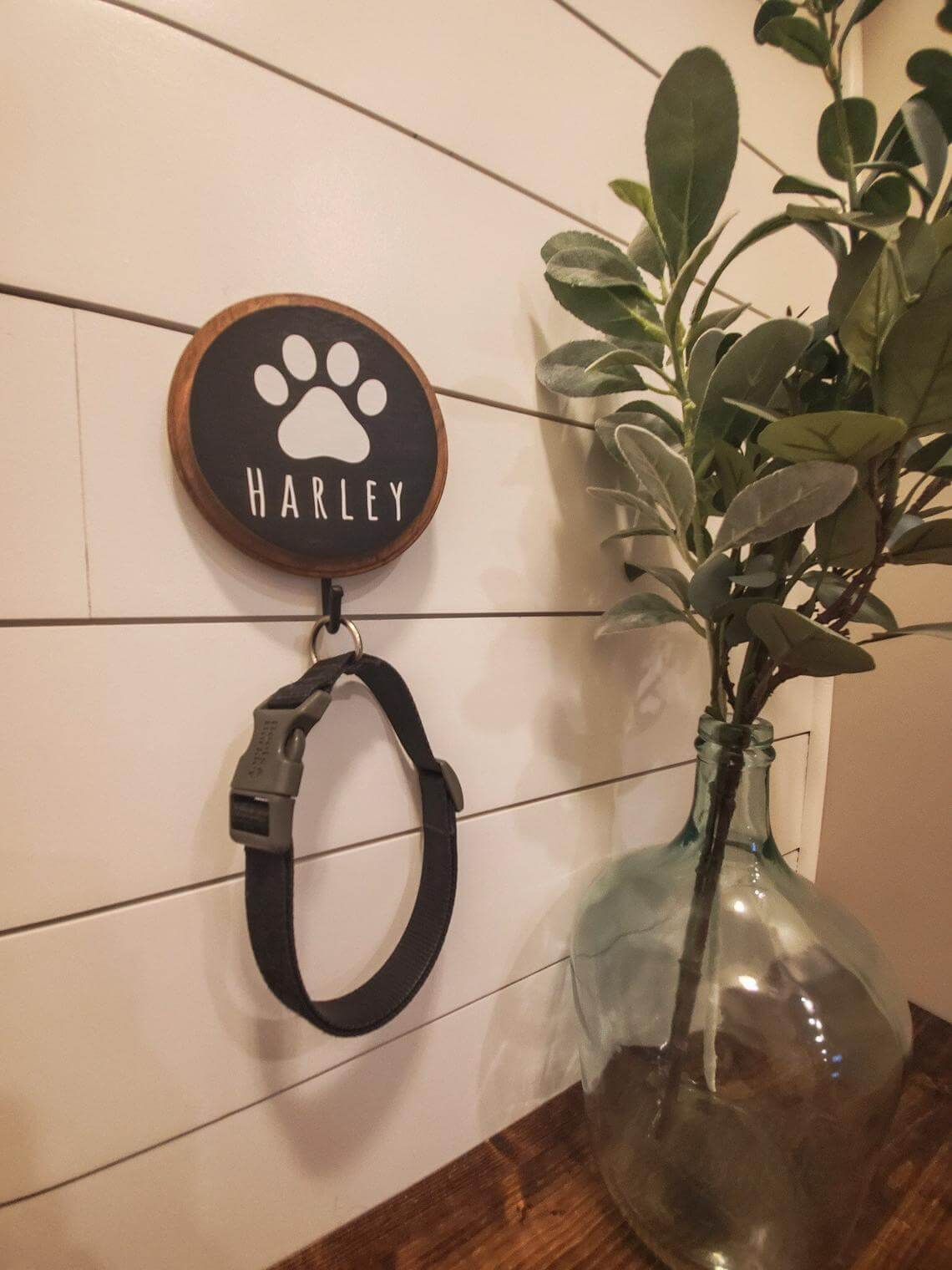Farmhouse Style Custom Pet Leash Holder